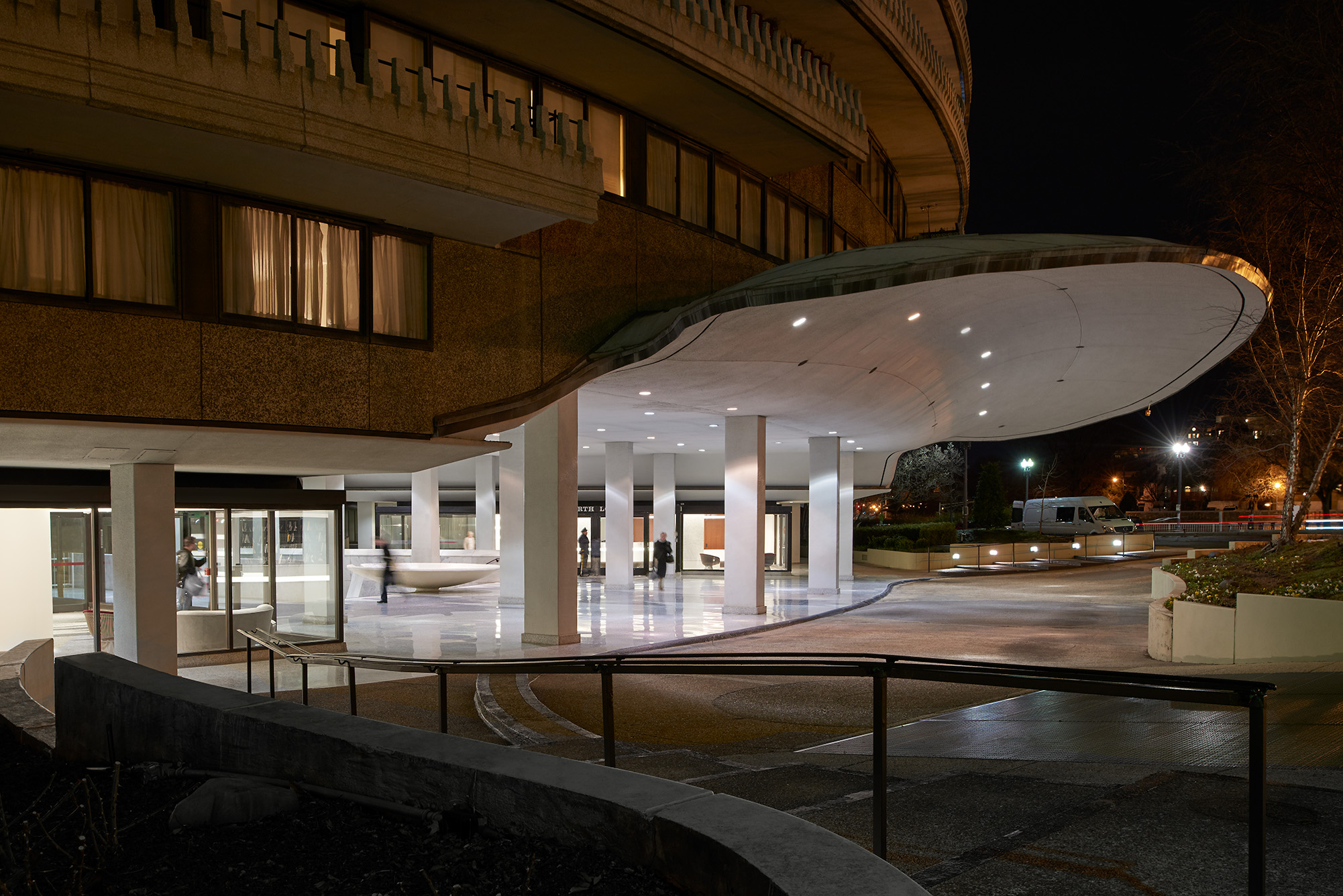 Watergate_Outdoor_night_Lobby_McInturff_Architects_8_Anice.jpg